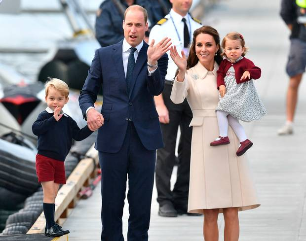 Kate Middleton pregnancy & tiny baby bump flaunts at local event