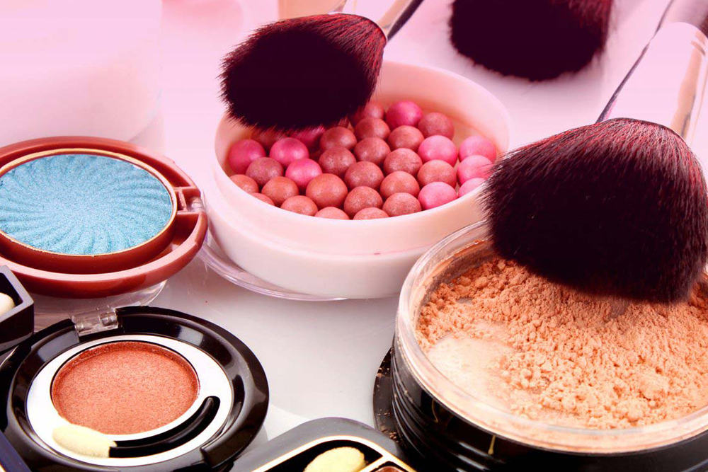 Avoid These Outdated Makeup Trends That May Make You Look Older Than You Really Are (via Health Perch)